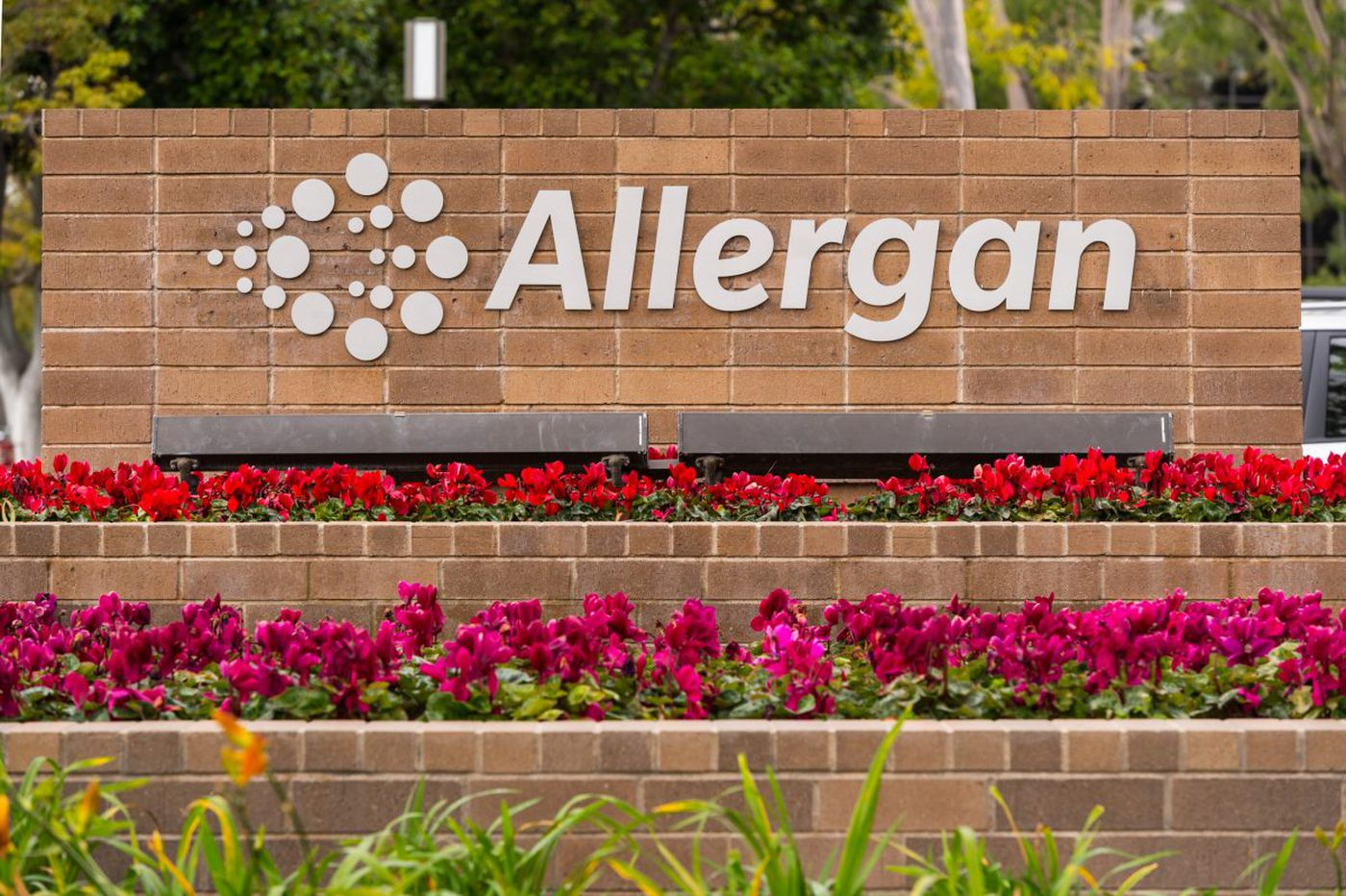 Allergan settles whistle-blower lawsuit filed by two area doctors