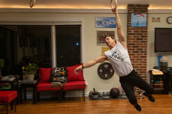 At 61, with a new hip, he seeks a return to TV's 'American Ninja Warrior'