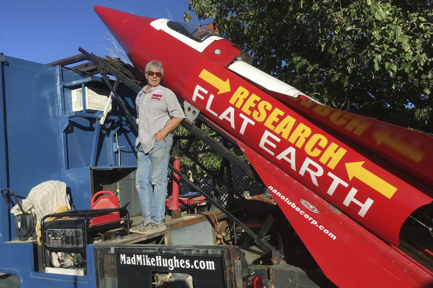 Calif. man about to launch himself in his homemade rocket to prove the earth is flat