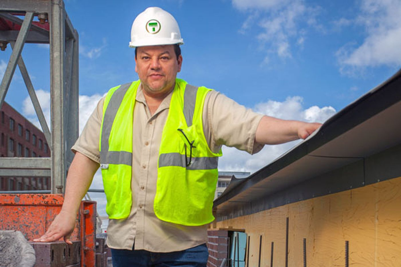 Self-made Hispanic contractor breaks ethnic barriers