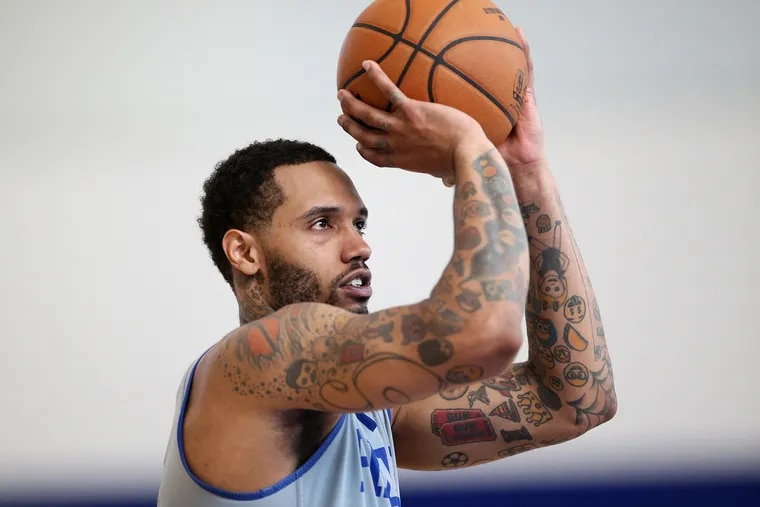 The Sixers' Mike Scott missed 13 games due to right knee swelling but returned Saturday against the Suns.