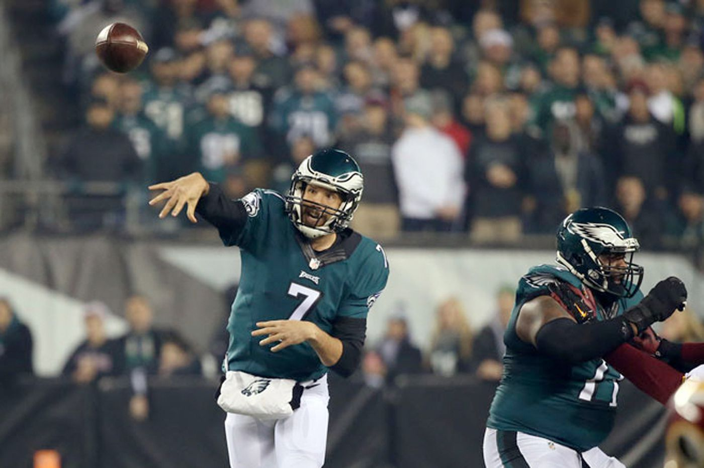 Bradford shows Eagles he's worth keeping