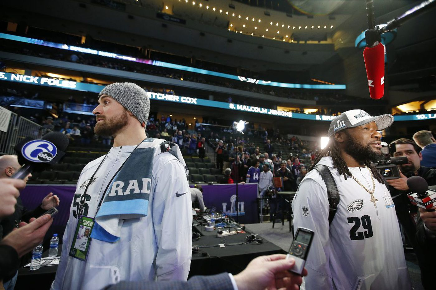 Chris Long, LeGarrette Blount join exclusive fraternity, winning back-to-back Super Bowls on different teams | Early Birds