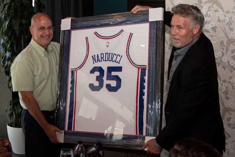 Inquirer sportswriter Marc Narducci (left) was honored by former 76ers coach Brett Brown and others in September 2019 for his long and award-winning career as a reporter.