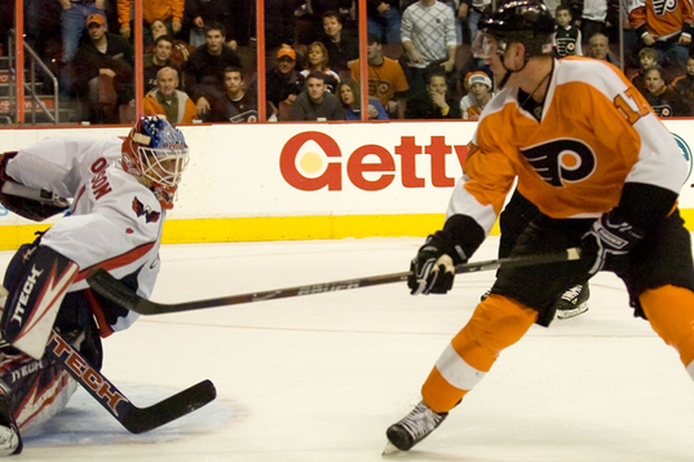 Right knee injury sidelines Flyers winger Upshall