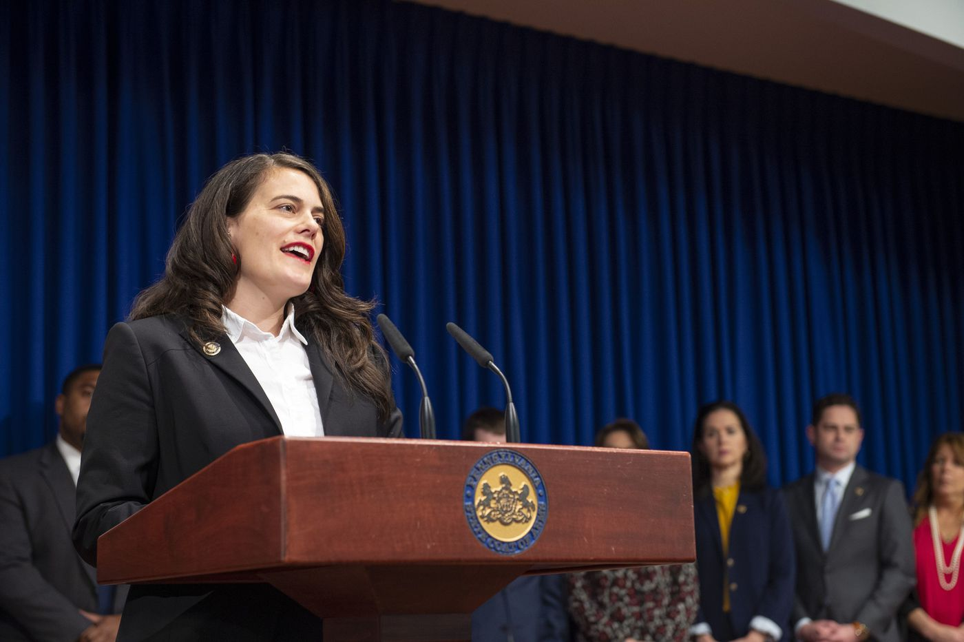 Statewide 'Fair Workweek' bill to be introduced for retail, fast-food workers