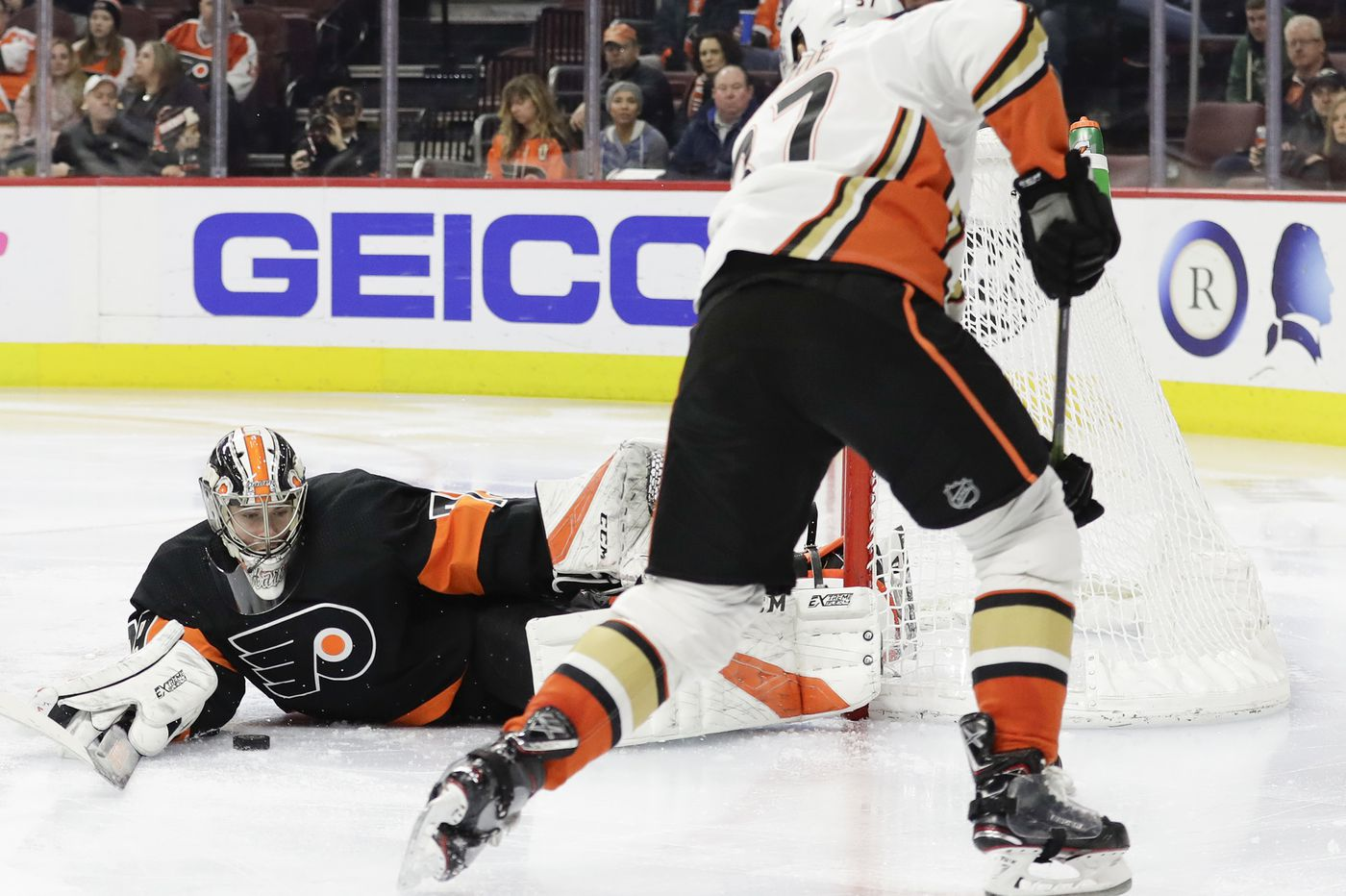 Surging Flyers face Penguins in key matchup as rookie goalie Carter Hart aims for an NHL record