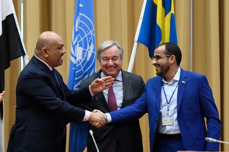 CORRECTS LAST NAME TO ABDULSALAM, NOT AMDUSALEM - Head of delegation for rebel forces known as Houthis, Mohammed Abdulsalam, right, and Yemen Foreign Minister Khaled al-Yaman, left, shake hands together with U.N. Secretary-General Antonio Guterres, during the Yemen peace talks closing press conference at the Johannesberg castle in Rimbo, north of Stockholm, Sweden, Thursday Dec. 13, 2018. The United Nations secretary-general on Thursday announced that Yemen's warring sides have agreed after week-long peace talks in Sweden to a province-wide cease-fire in Hodeida. (Pontus Lundahl/TT News agency via AP)