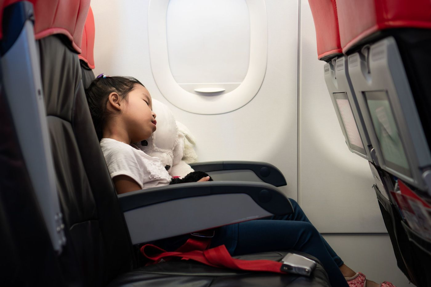 How parents can protect kids from suffering medical emergencies on flights