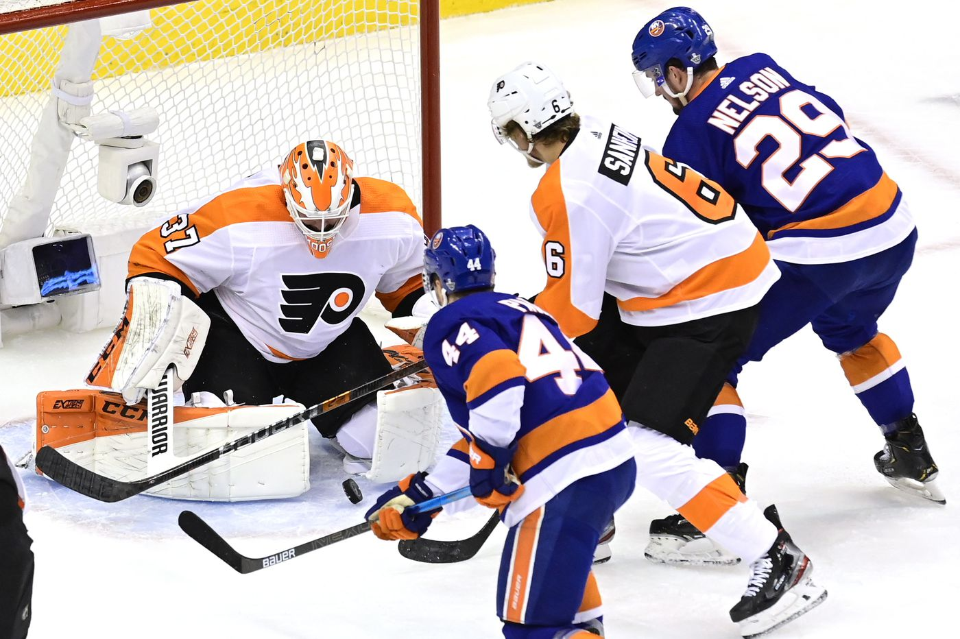 Brock Nelson's two goals help Isles put Flyers on brink of elimination