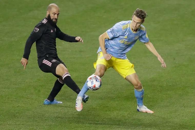 Miami's Gonzalo Higuaín, right, battles for the ball against the Union's Jack Elliott.