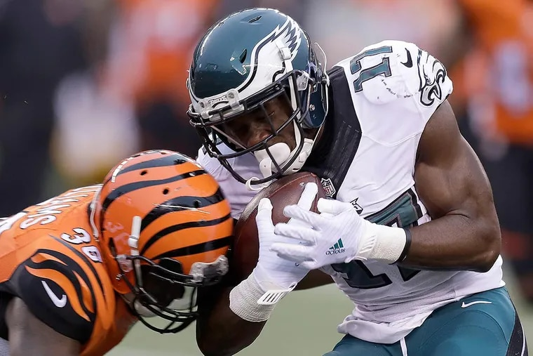 Nelson Agholor catches the football against Bengals strong safety Shawn Williams.
