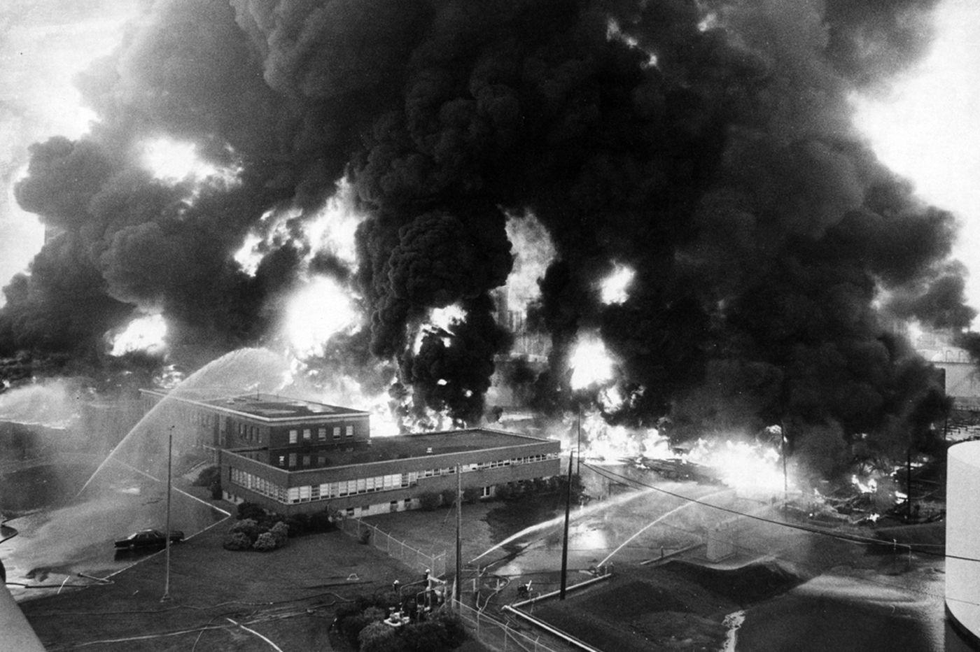 Ceremony marks 1975 Gulf oil refinery blaze that killed eight firefighters