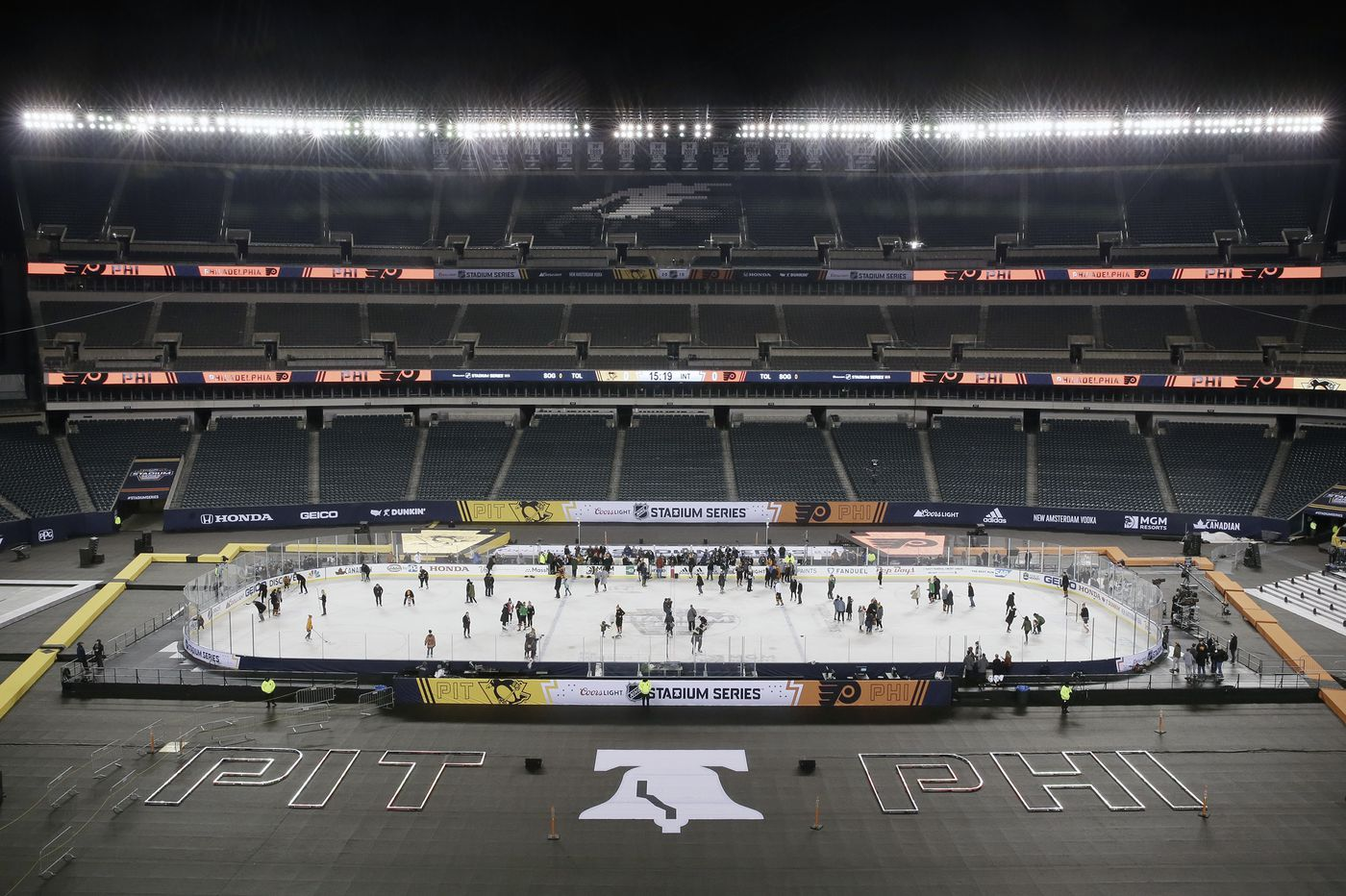 Flyers-Penguins will play Saturday despite the threat of rain