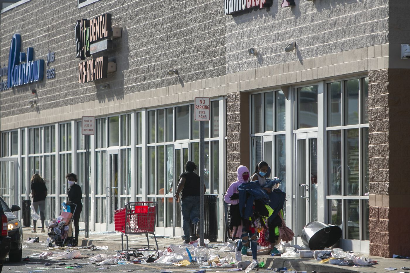 As police were firing tear gas on streets filled with residents, looters ransacked stores at the ParkWest Town Center, a shopping mall at 52nd and Jefferson Streets.