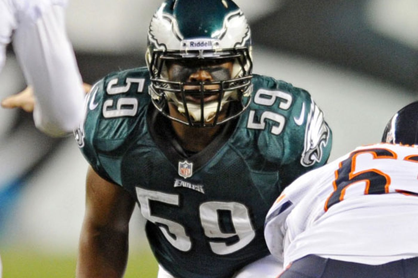 DeMeco Ryans emerges as a leader with Eagles