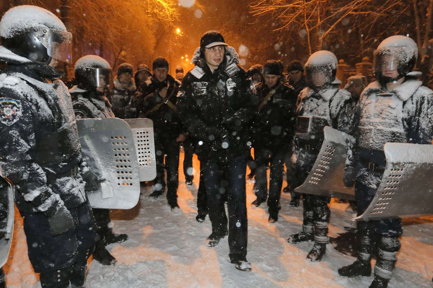 Riot troops storm opposition offices in Ukraine