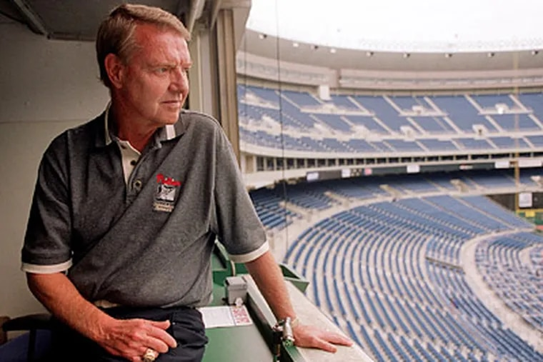 """Harry Kalas """"had very distinct style and an unbelievable set of pipes,"""" said broadcaster Tom McCarthy. (G.W. Miller III / Staff File Photo)"""