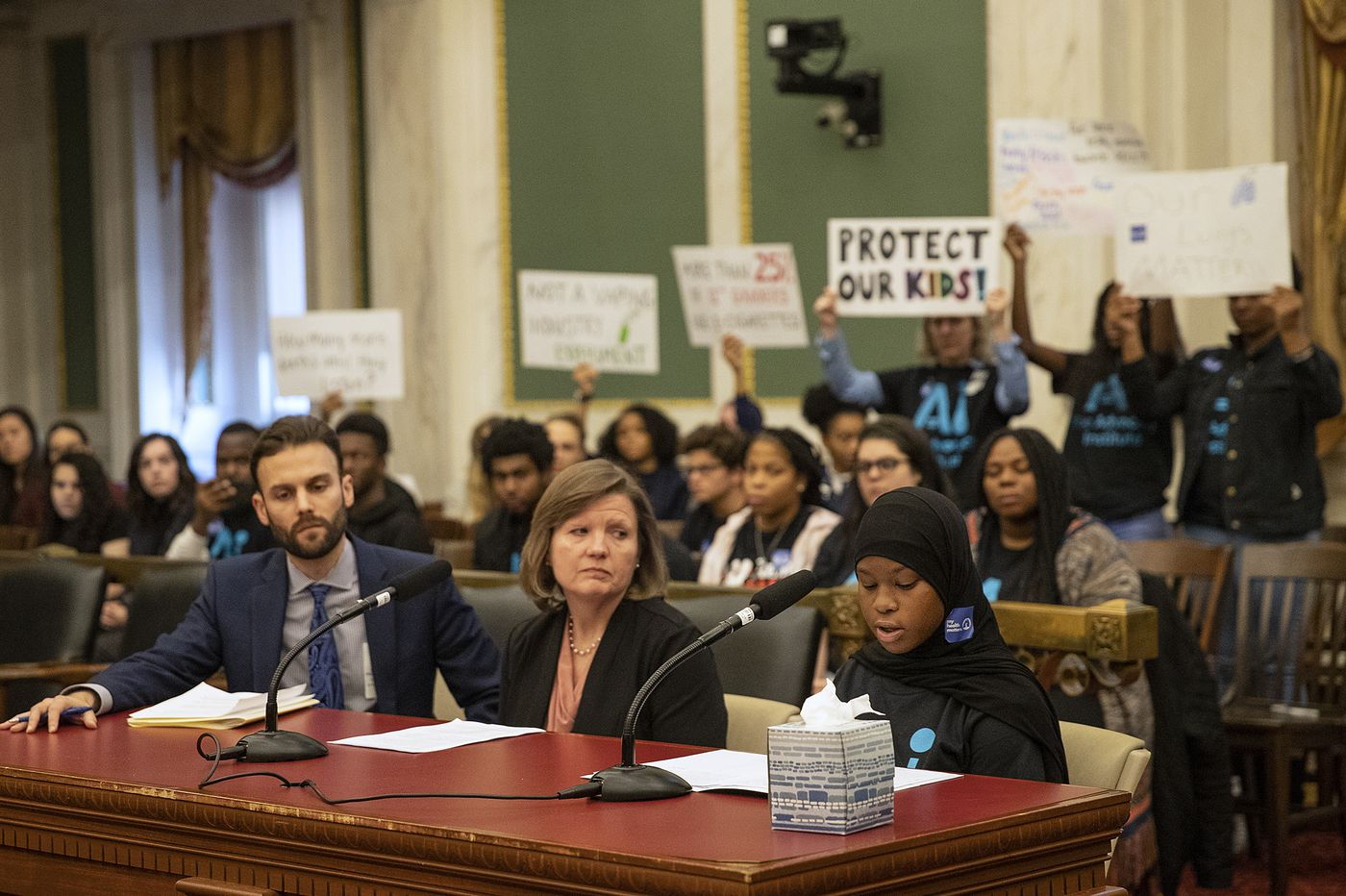 Philly Council hears from physicians, students, business owners on restricting e-cigarette sales