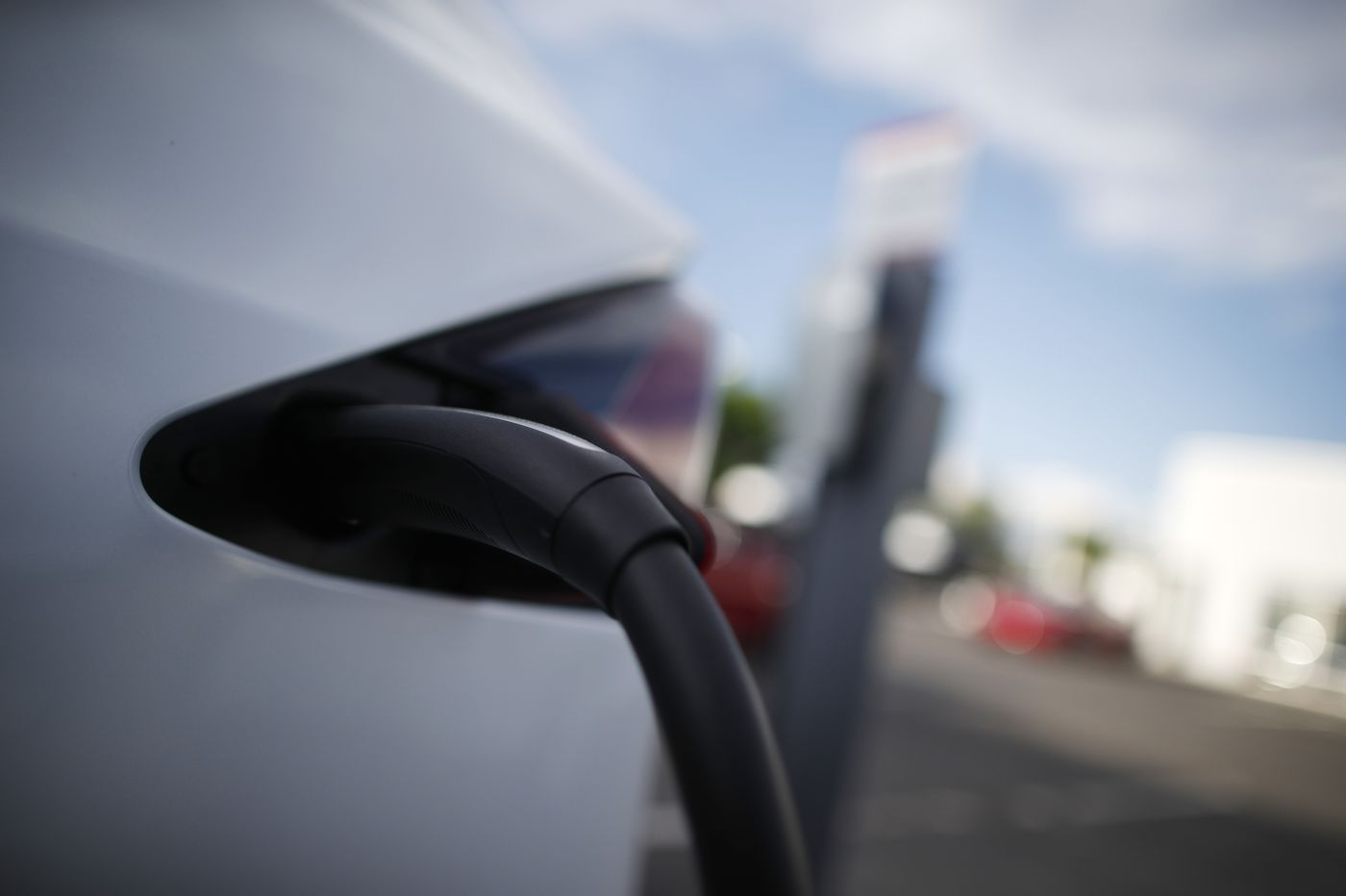 AAA: Cold can cut electric car range by 40 percent