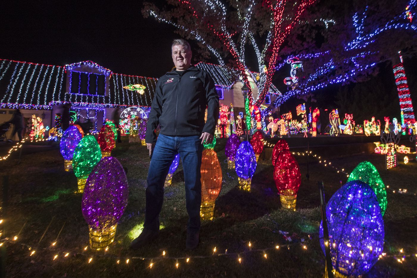 Christmas wonderland stops traffic raises money in Ambler