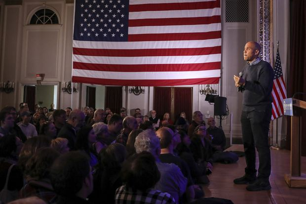 Will standing alone help Cory Booker stand out in a crowded presidential field?