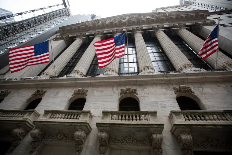 American flags fly outside of the New York Stock Exchange on Monday, Oct. 8, 2018. ((Michael Nagle / Bloomberg)