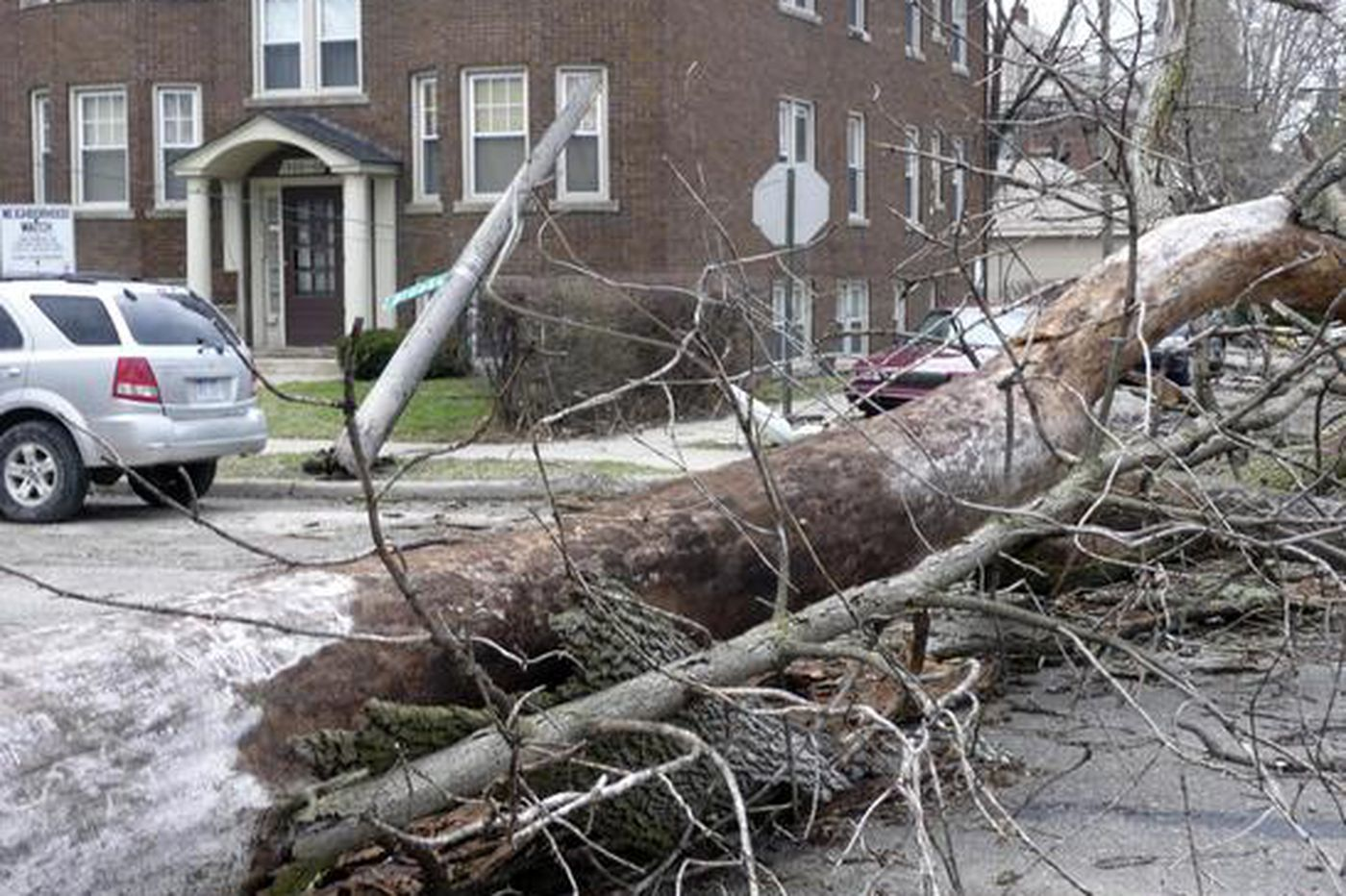 Weather batters Midwest with high wind, flooding
