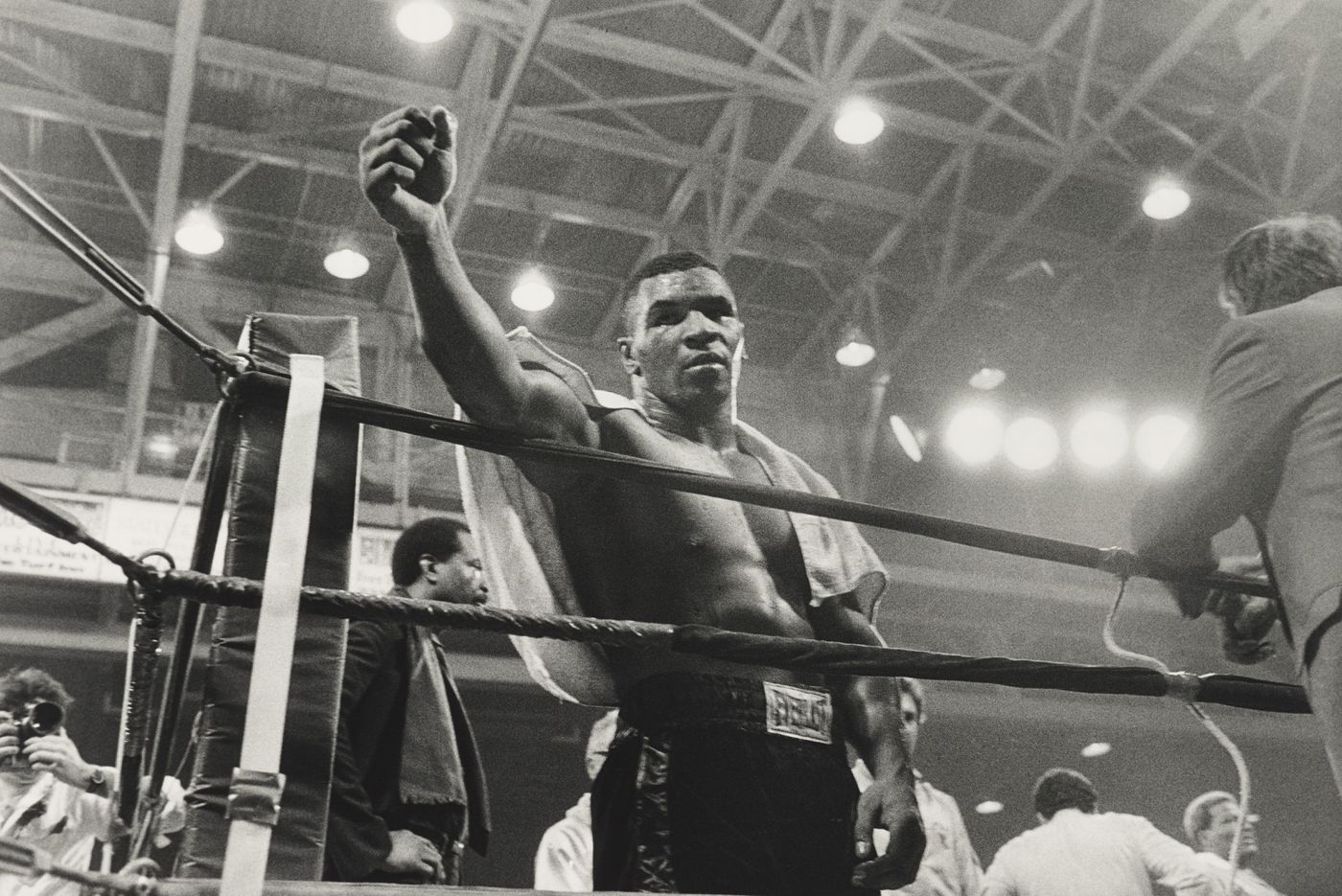 Philly's boxing culture becomes works of art in new exhibit from famed photographer