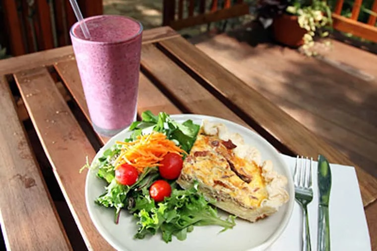 A quiche, salad, and smoothie at Cedars House, where healthy fare is the order of the day. (Laurence Kesterson / Staff Photographer)