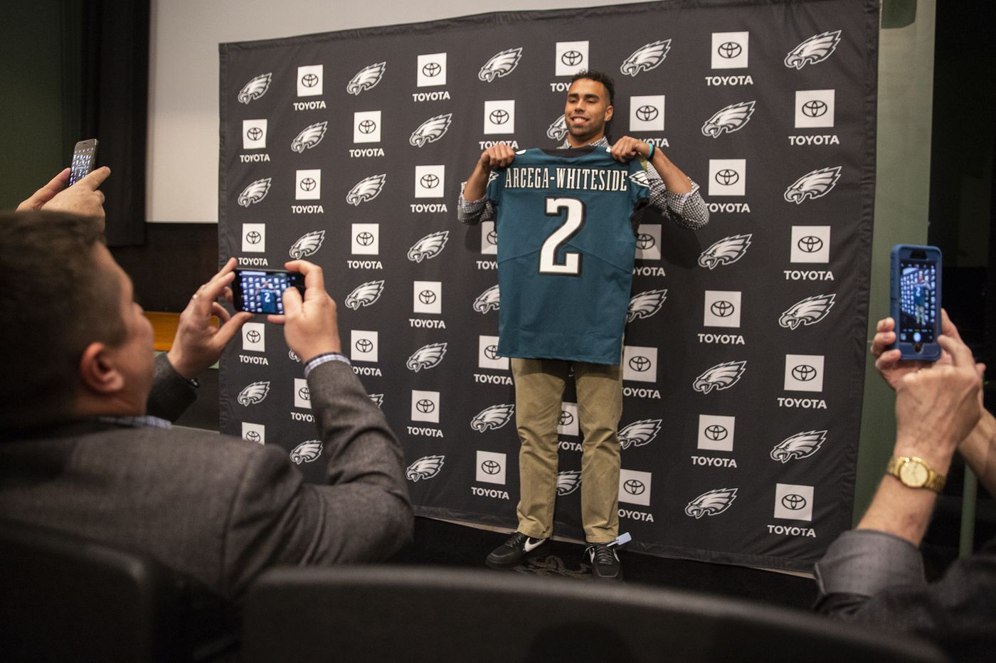 NFL draft: The Eagles had options with pick 57, but they tossed the ball up for J.J. Arcega-Whiteside