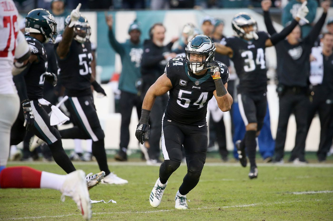 Thumbs up: Eagles linebackers Nigel Bradham, Kamu Grugier-Hill on playing with a cast