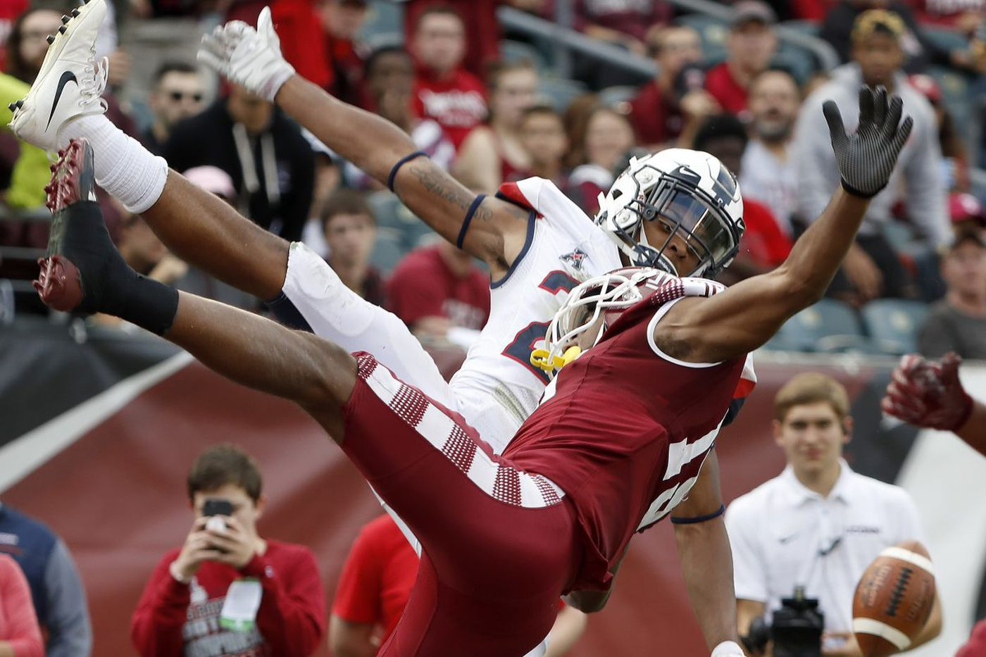 College football roundup: Temple gets upset at home by UConn