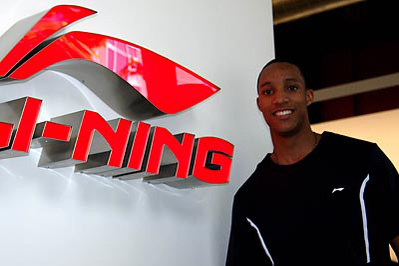 Chinese company Li-Ning signs Sixers' Evan Turner to endorsement deal