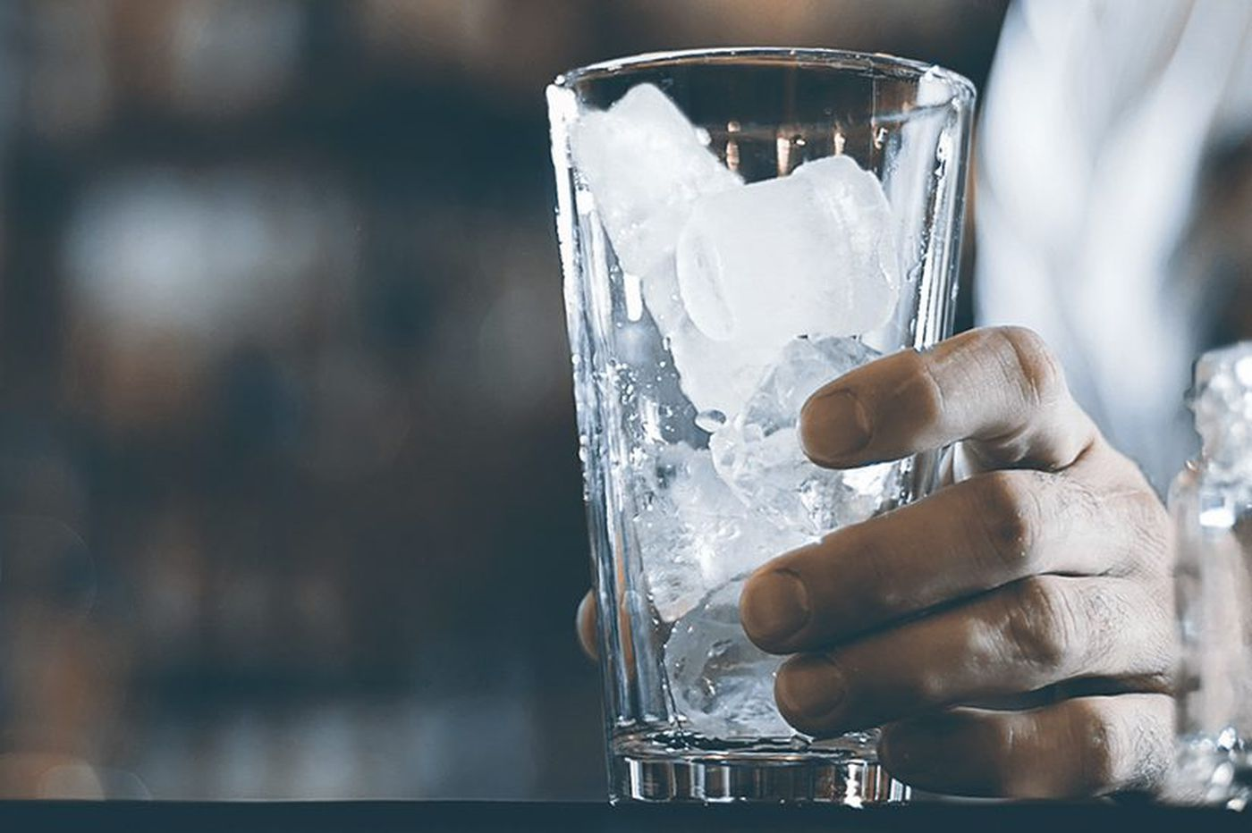 Bacteria in ice cubes: a risk on the holidays?