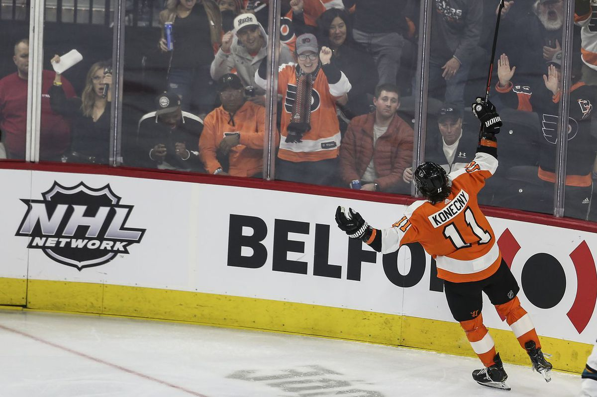 Fans' skepticism, a strong second line, and other observations from the Flyers' 4-2 win over the Sharks | Mike Sielski