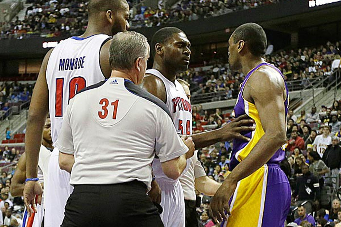 Lakers' Metta World Peace not living up to name