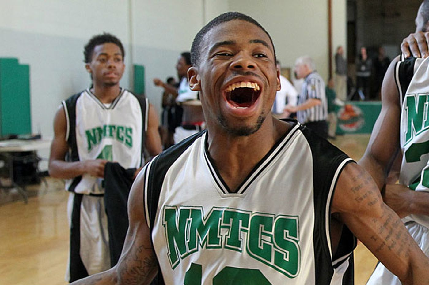 Wounded high school hoops star dies