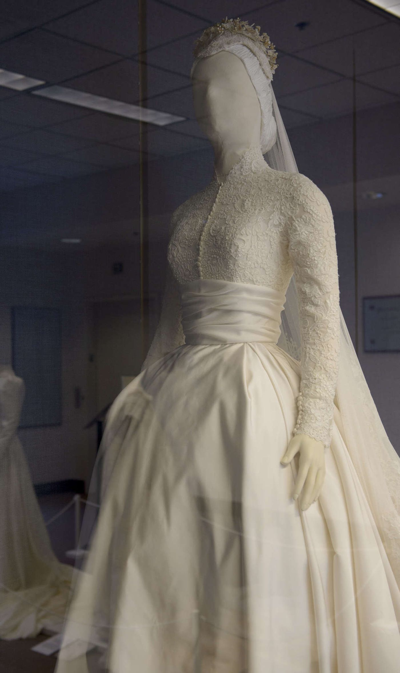 Possibly Grace Kelly's Biggest Fan Ever Despite Her Frederick County Md Address Barranca Spent 25000 To Mission The Gown That She Donated: Wedding Dress Helen Rose At Reisefeber.org