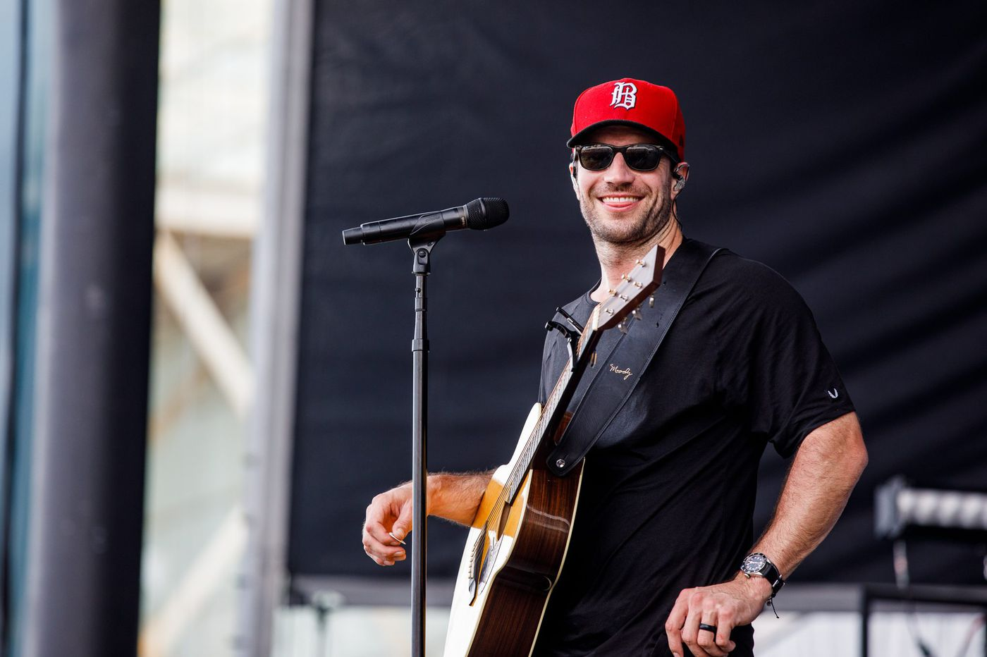 Country singer Sam Hunt rocks the Atlantic City beach, and inspires a proposal