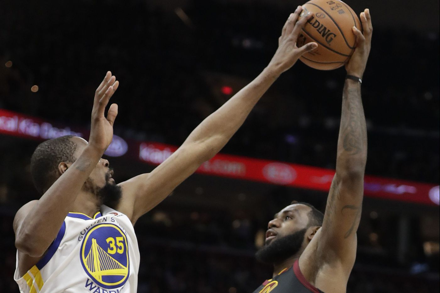 Warriors beat Cavs behind 43-point night Kevin Durant, take 3-0 lead in series