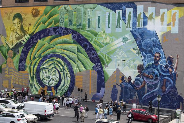 New biotech mural highlights life sciences big role in Philadelphia's economy