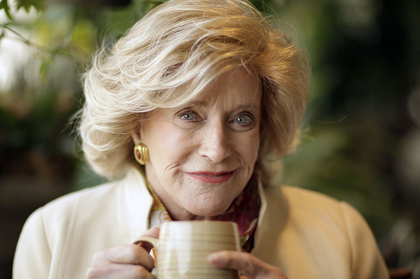 Suzanne F. Roberts, philanthropist, performer, and broadcaster, dies at 98