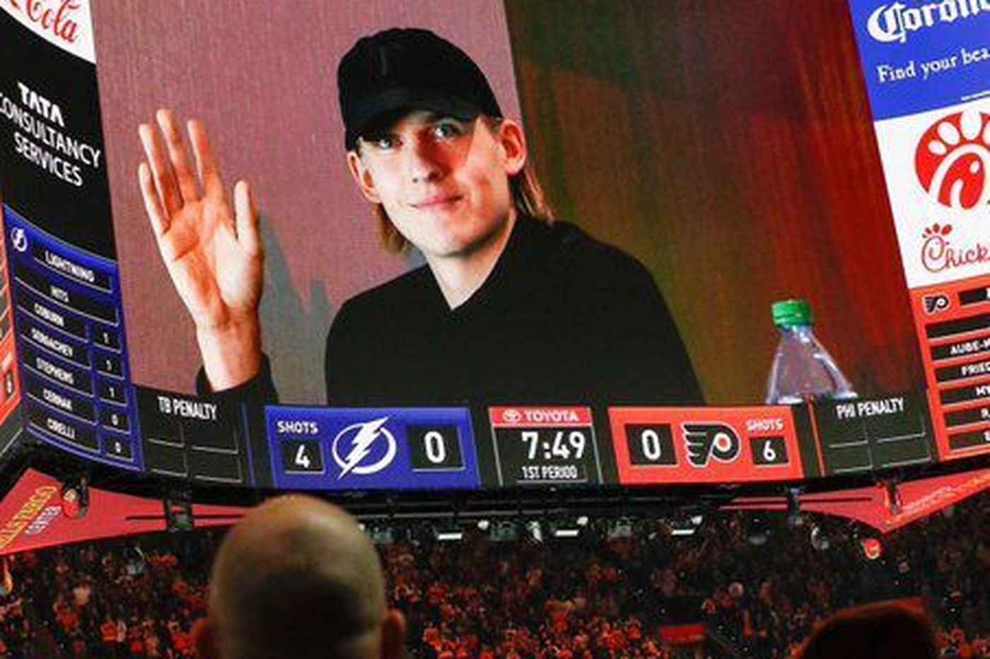 Flyers fans give Oskar Lindblom lots of love and a standing ovation