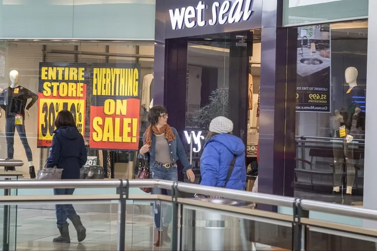 Last minute shoppers  at Springfield Mall were evacuated on Saturday when a vent broke in the food court.