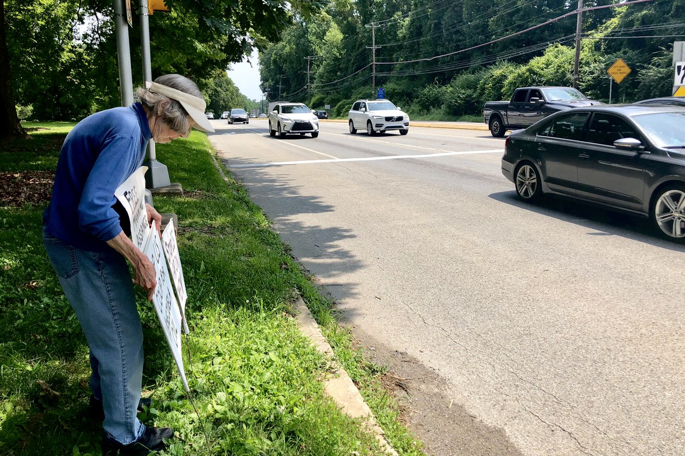 At 85, she holds daily antiwar protests along busy Route 1 in Chester County