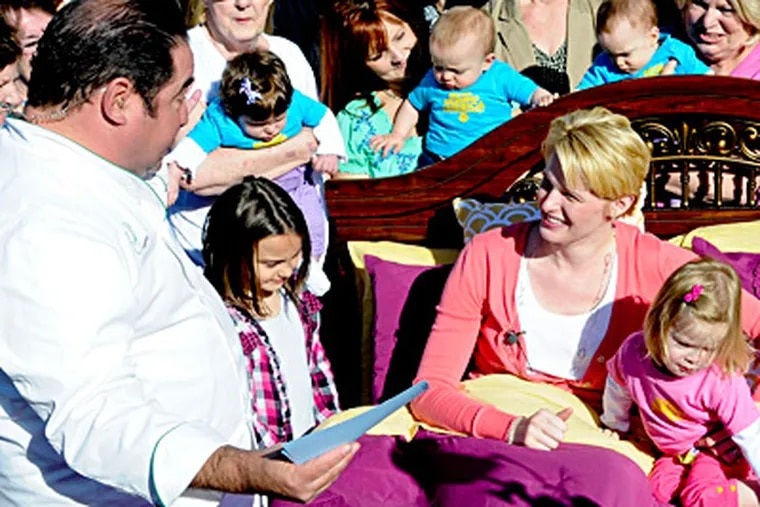 """Chef Emeril Lagasse talks with Stacey Carey, mother of seven, including sextuplets, before serving her breakfast in bed (outside) as part of a """"Good Morning America"""" visit. RON TARVER / Staff Photographer"""