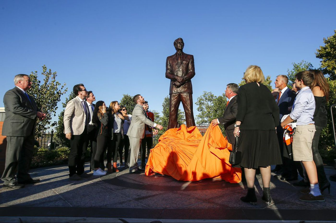 Ed Snider statue unveiled for Flyers' 'consummate ball of energy'