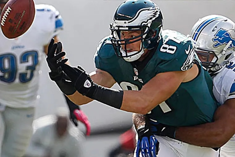 Eagles tight end Brent Celek drops a pass in the loss to the Lions. (Ron Cortes/Staff Photographer)