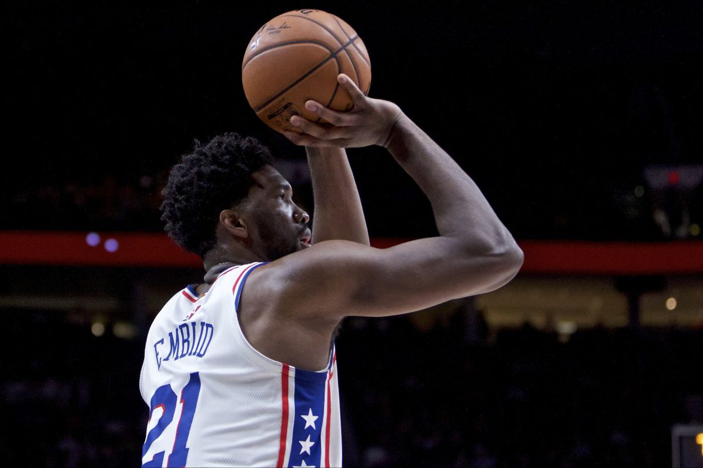 Sixers' Joel Embiid changes his mind, will play against Spurs despite sprained hand